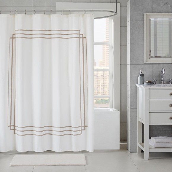 shower curtains in bathroom