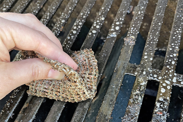 how to scrub a grill