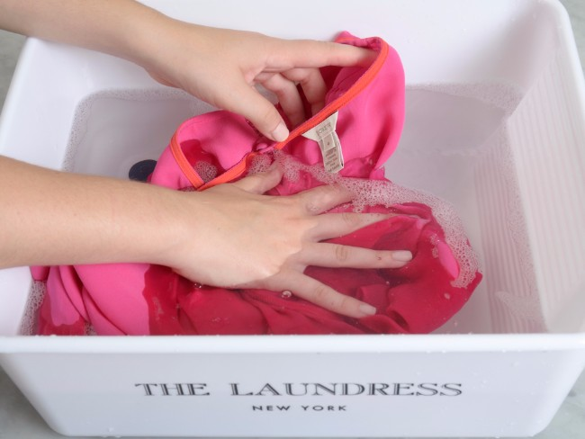 "CMSPage_How to Handwash Delicates and Wash ""Dry Clean"" Clothes at Home_ONE_SIZE_IMAGE_01"