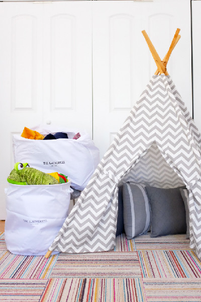 teepee with collapsible hampers