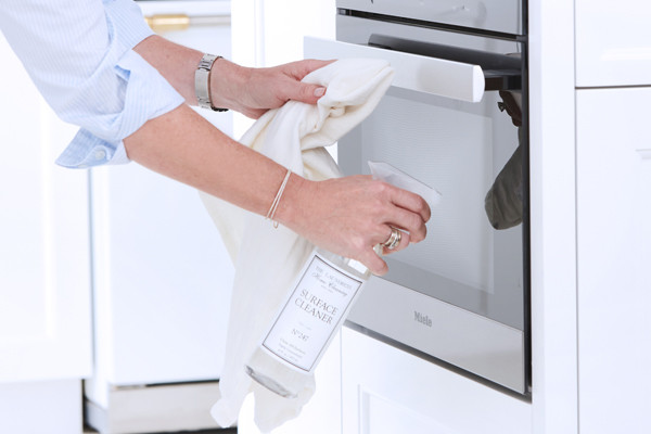 how to clean the microwave